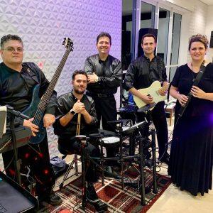 Banda Viva Itália: teclado, contrabaixo, guitarra, bateria e saxofone